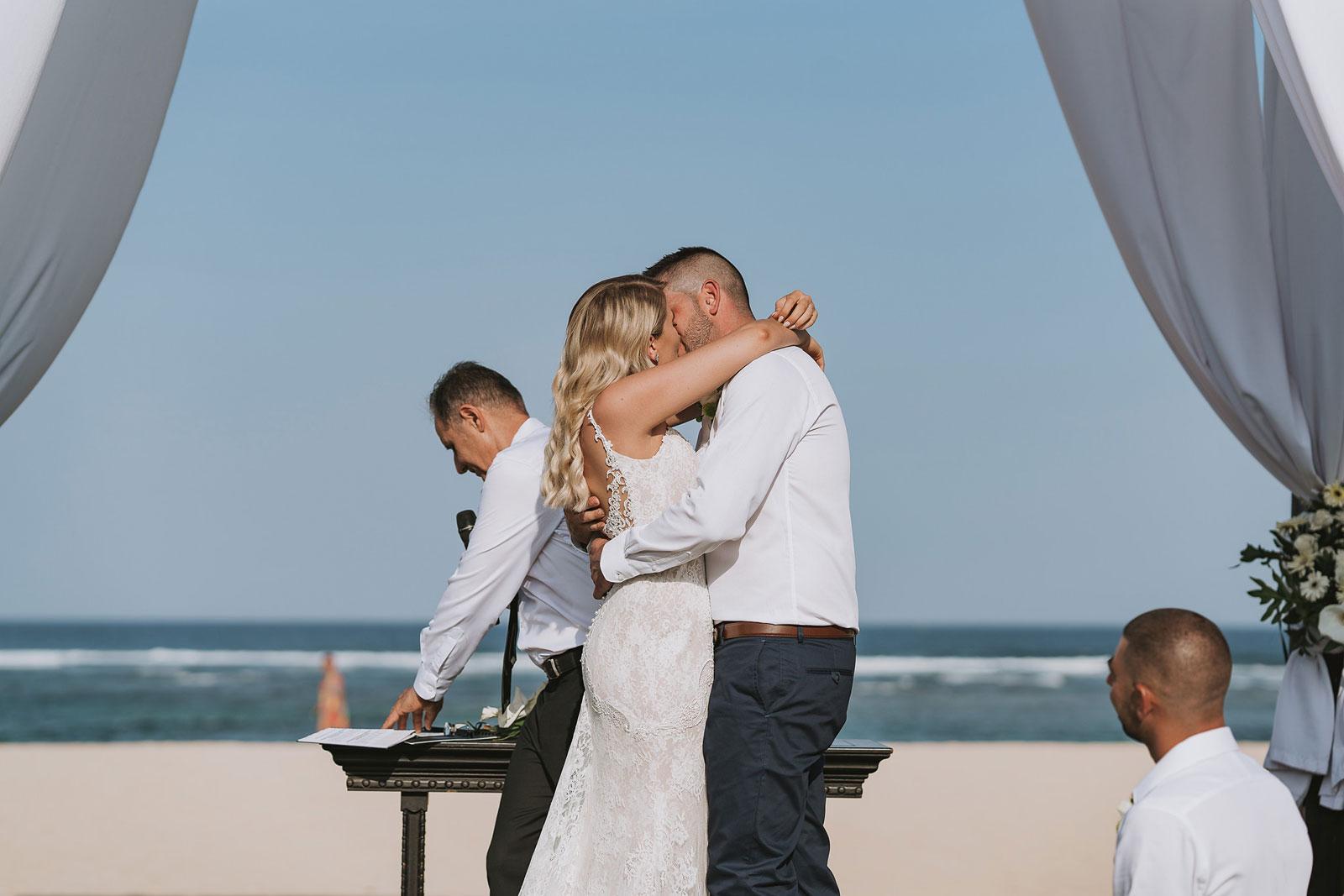 newfound-j-j-bali-nusa-dua-wedding-wedding-photographer-047-a