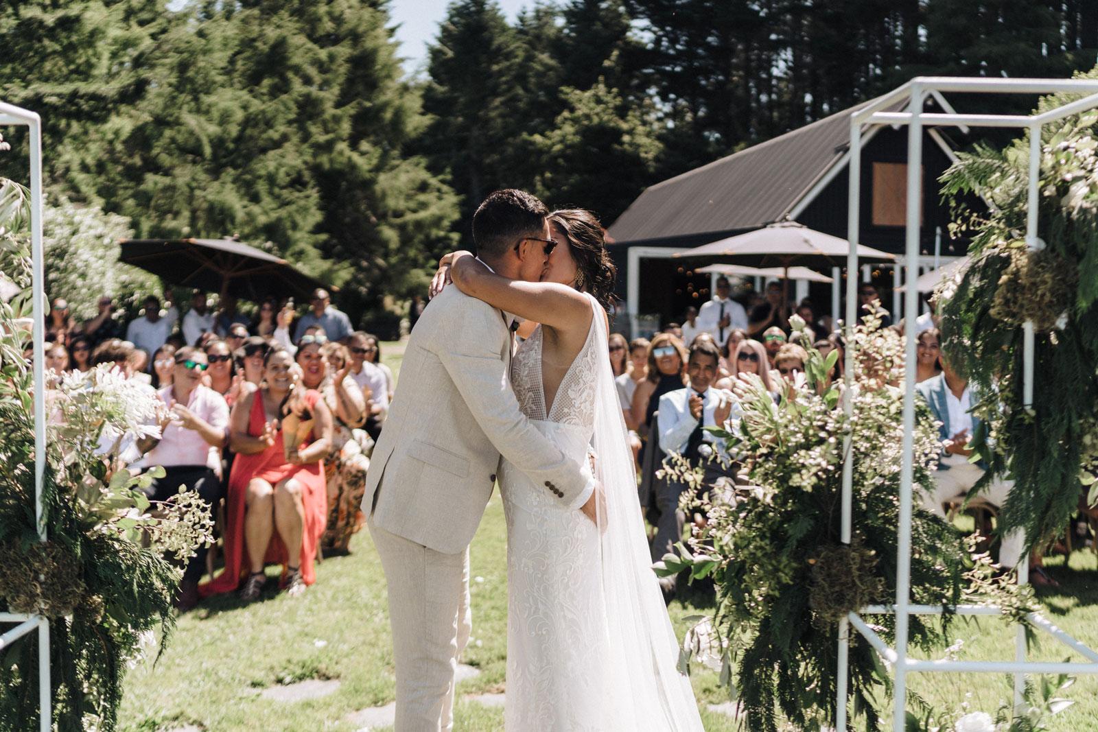 newfound-n-w-black-barn-tarawera-rotorua-wedding-photographer-558